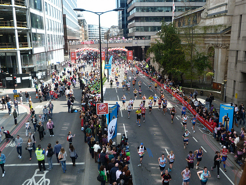Running through the city in London in London Marathon